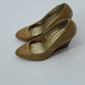 """Kenneth Cole reaction """"keep track"""" tan wedge"""